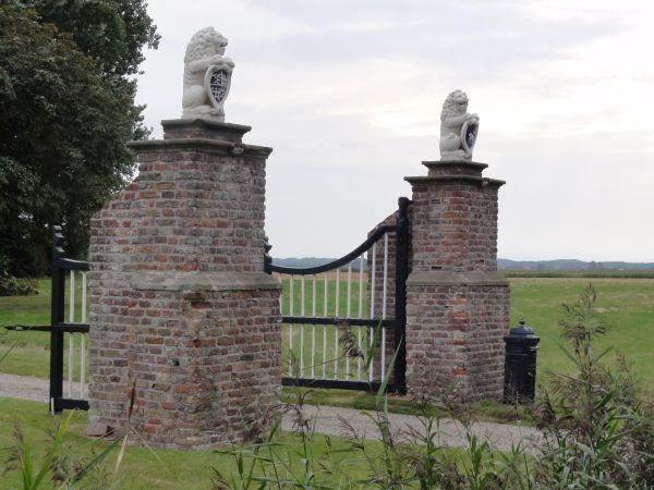 Het hek van de hofstede Zandvoort bij Middelburg